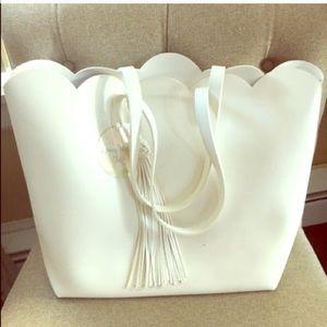 Handbags - 🆕Scalloped Oversized Tote